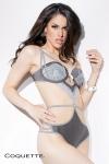 Body Spellbound - Body lingerie sophistiqué aux couleurs tendres, avec un pendentif breloque menottes au creux du décolleté.